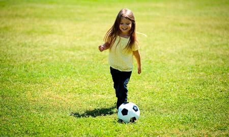 pilka-dziewczynka-sport