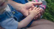 Zabawy i ćwiczenia rozwijające zmysł dotyku we wczesnym wspomaganiu