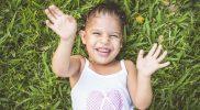 Terapia śmiechem – jej wpływ na samopoczucie i zdrowie dziecka