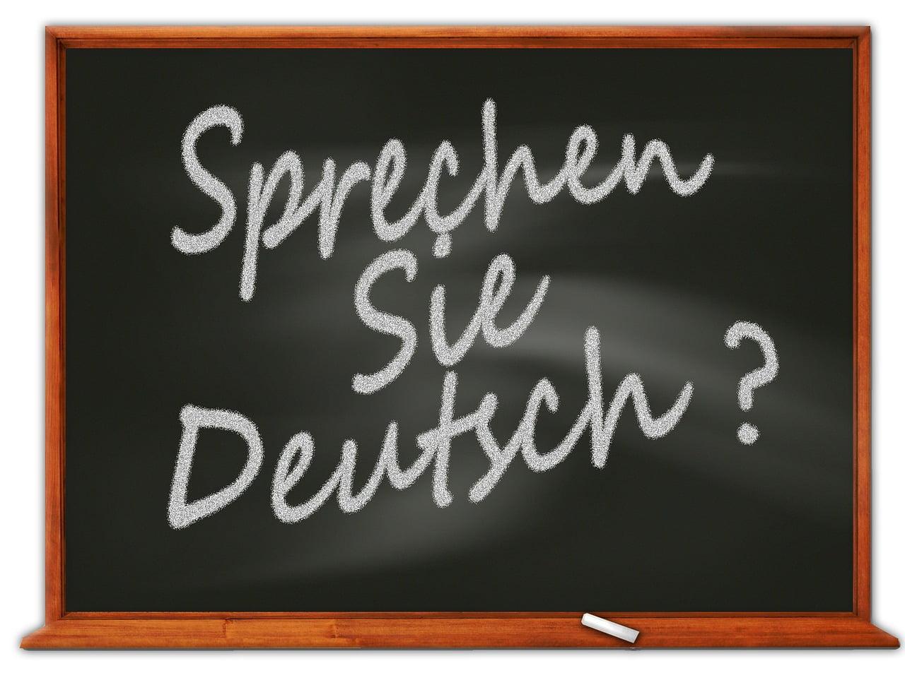 Tablica szkolna z napisem: Sprechen Sie Deutsch?