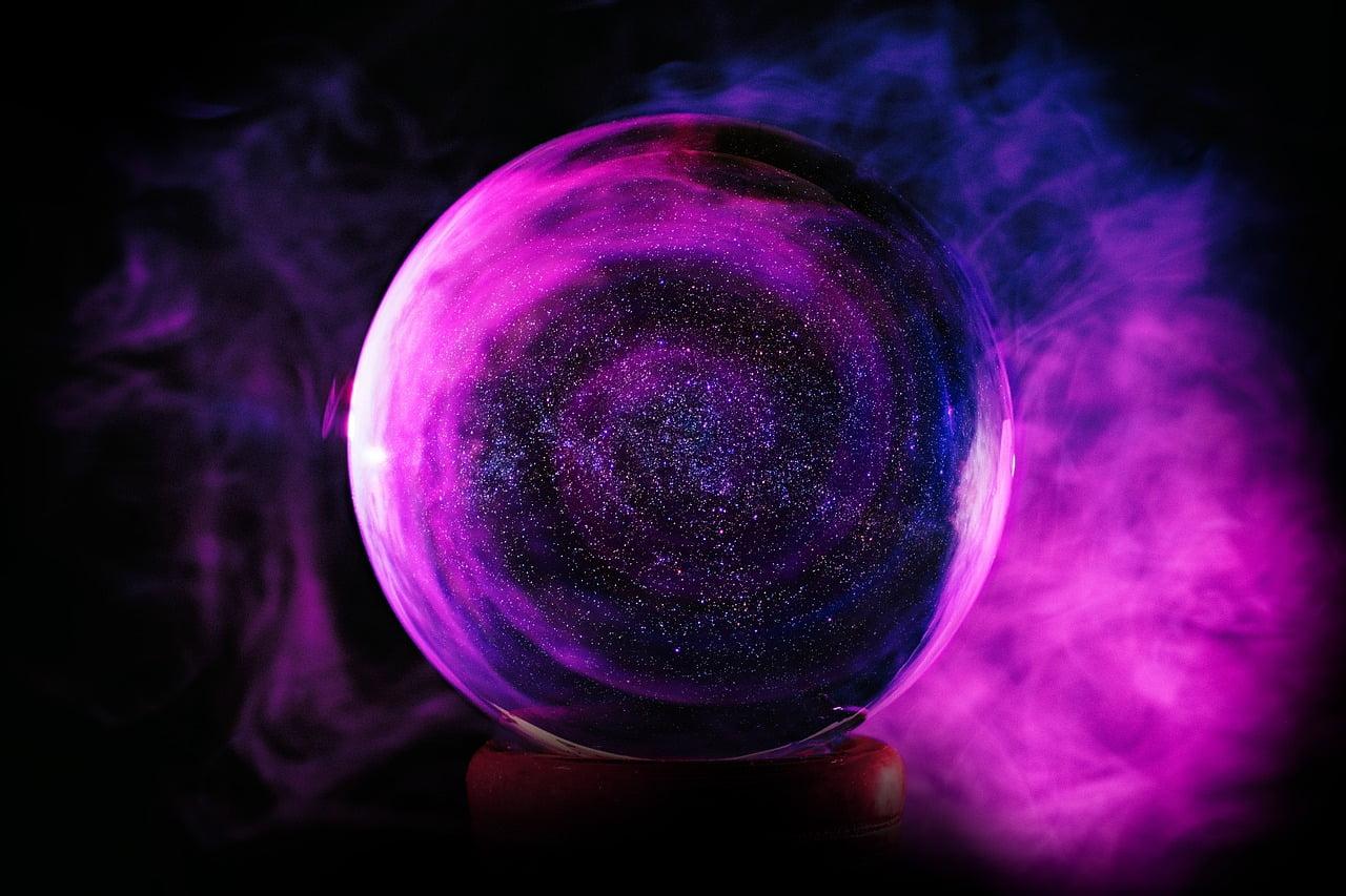 Kryształowa kula w kolorze fioletowym